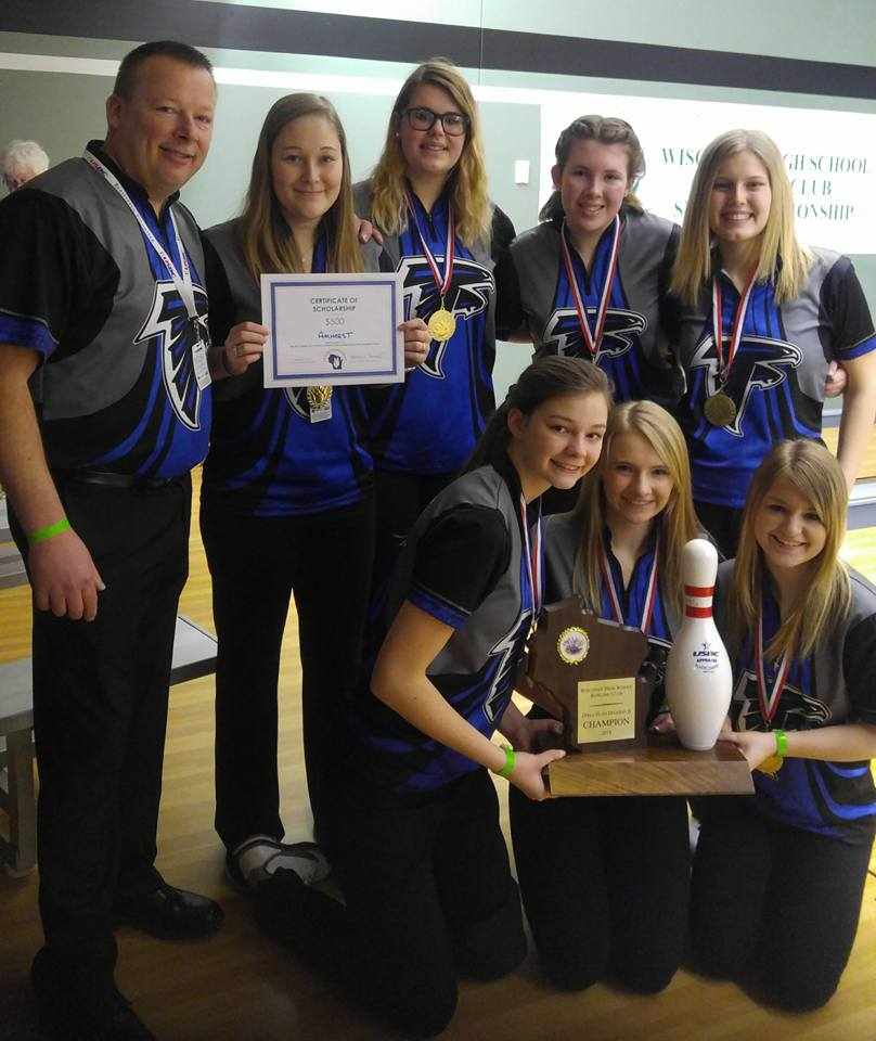 2018 Wisconsin High School Bowling State Championships Division 2 girls champion Amherst. Photo by Bowling Centers Association of Wisconsin.