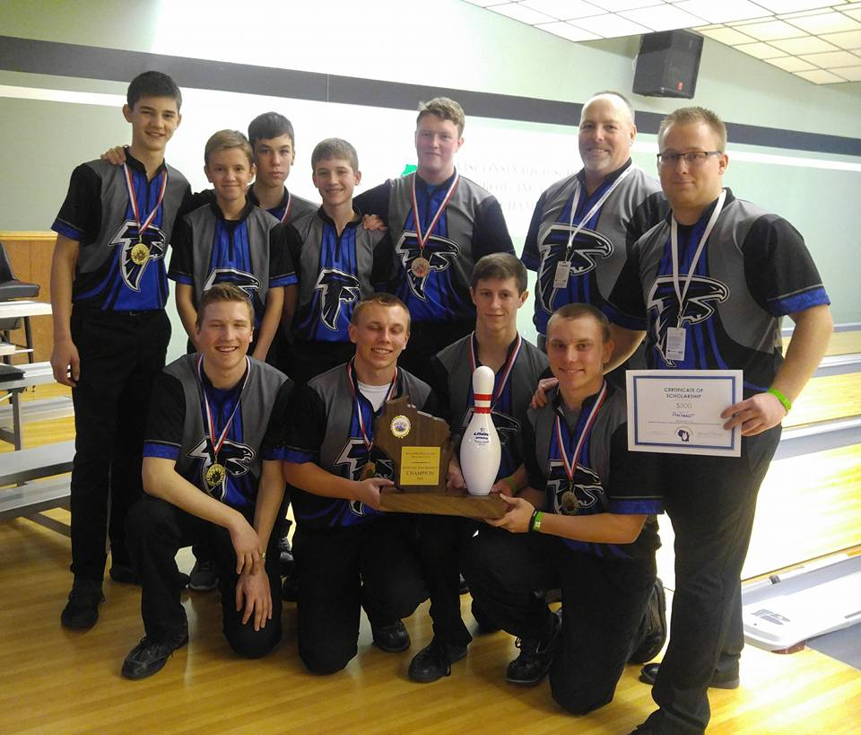 2018 Wisconsin High School Bowling State Championships Division 2 boys champion Amherst. Photo by Bowling Centers Association of Wisconsin.