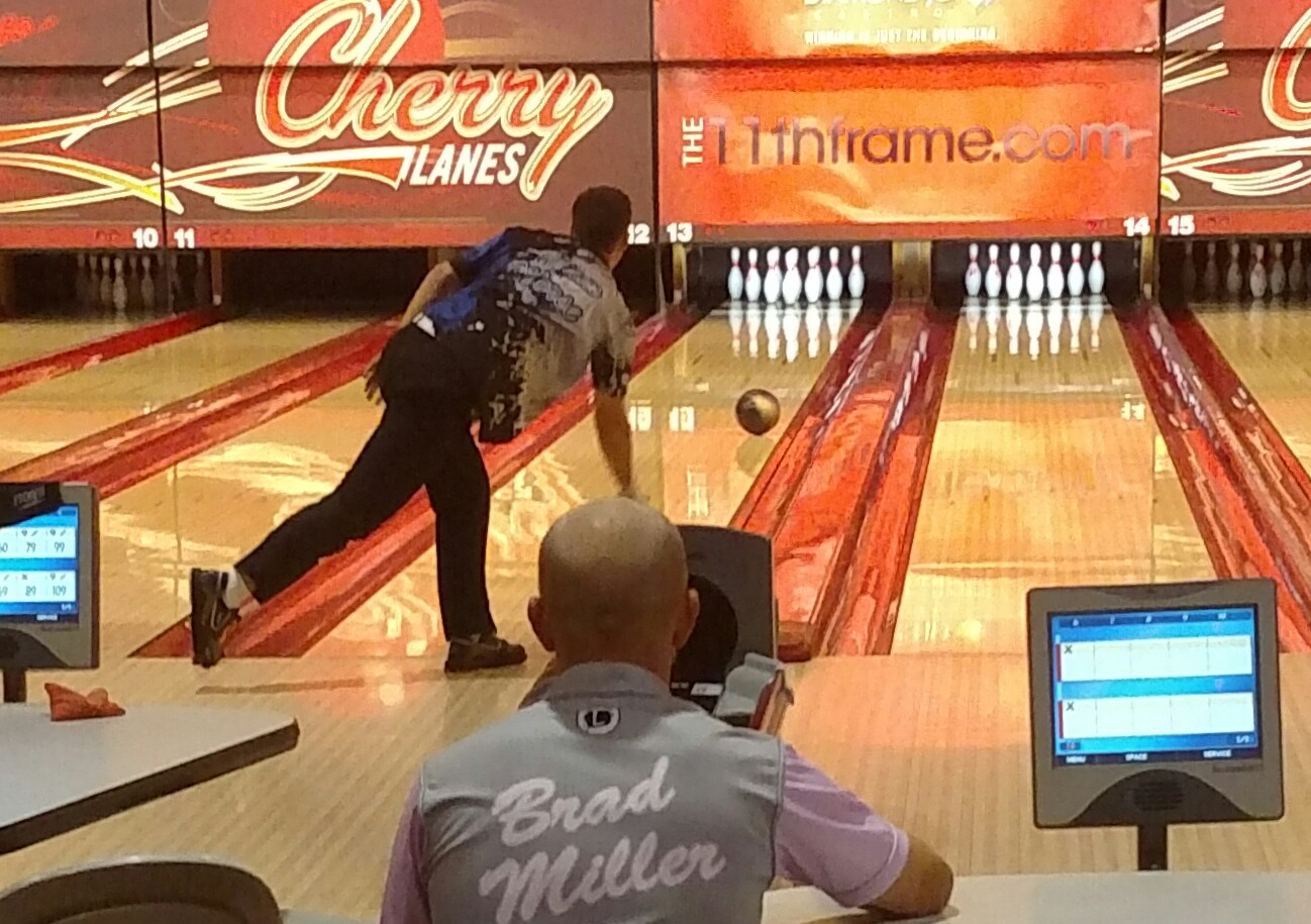 Adam Morse throws a shot while Brad Miller watches during the title match of the 2017 11thFrame.com Open. Photo by Susie Fever.