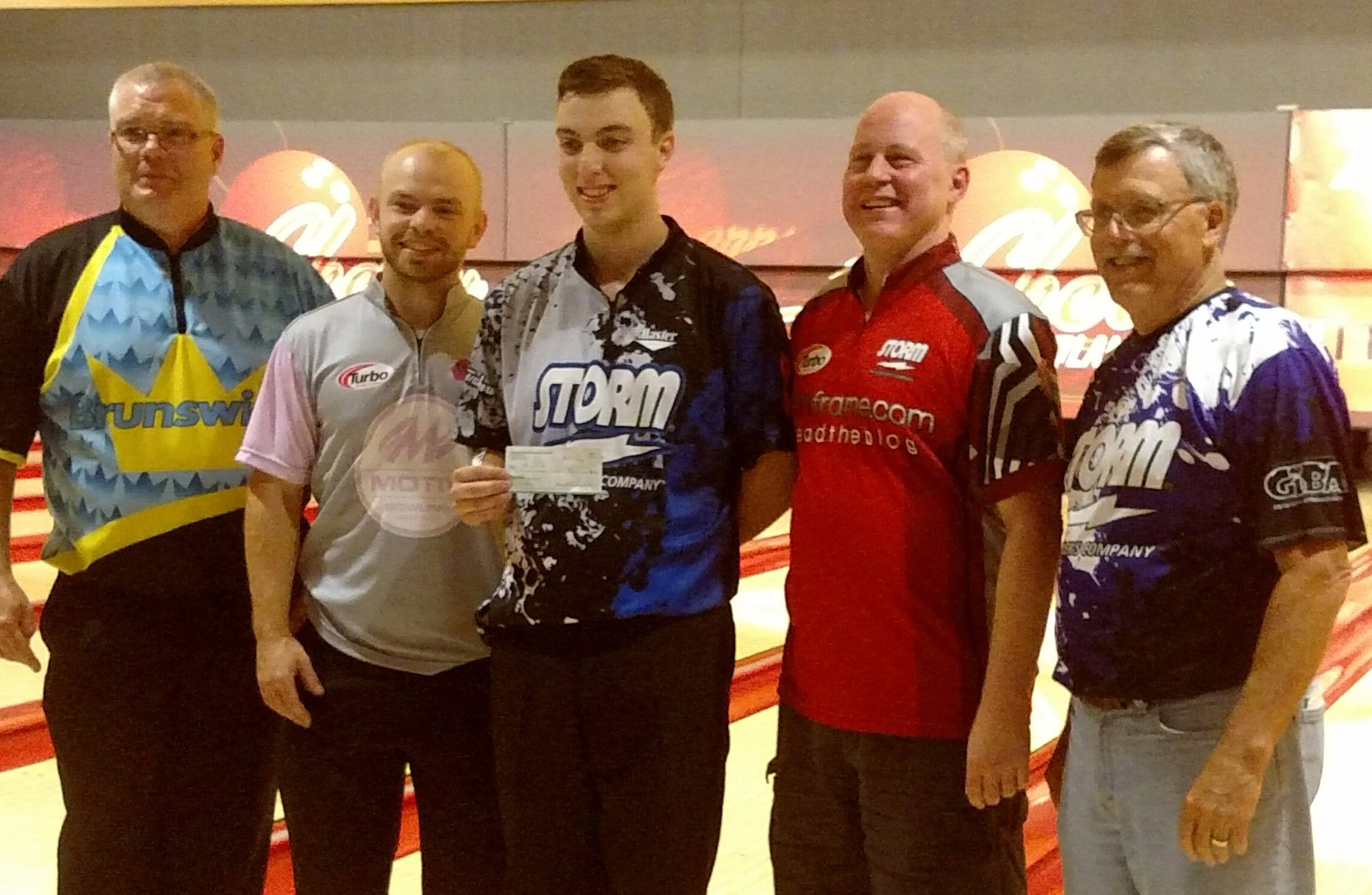 Adam Morse, center, with the $2,700 first-place check after beating Brad Miller, second from left, in the title match of the 2017 11thFrame.com Open. Cherry Lanes manager Bob Hochrein is at the left, I am second from the right, and GIBA administrator Joe Engelkes is at the right. Photo by Susie Fever.